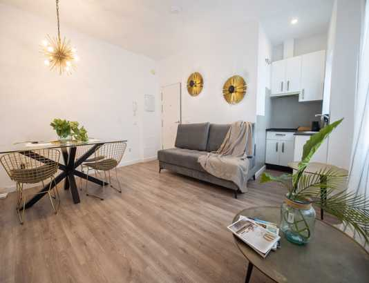 Enjoy the best apartments in Málaga. Holiday rental properties. Visit Suites La Merced Apartamento 1B